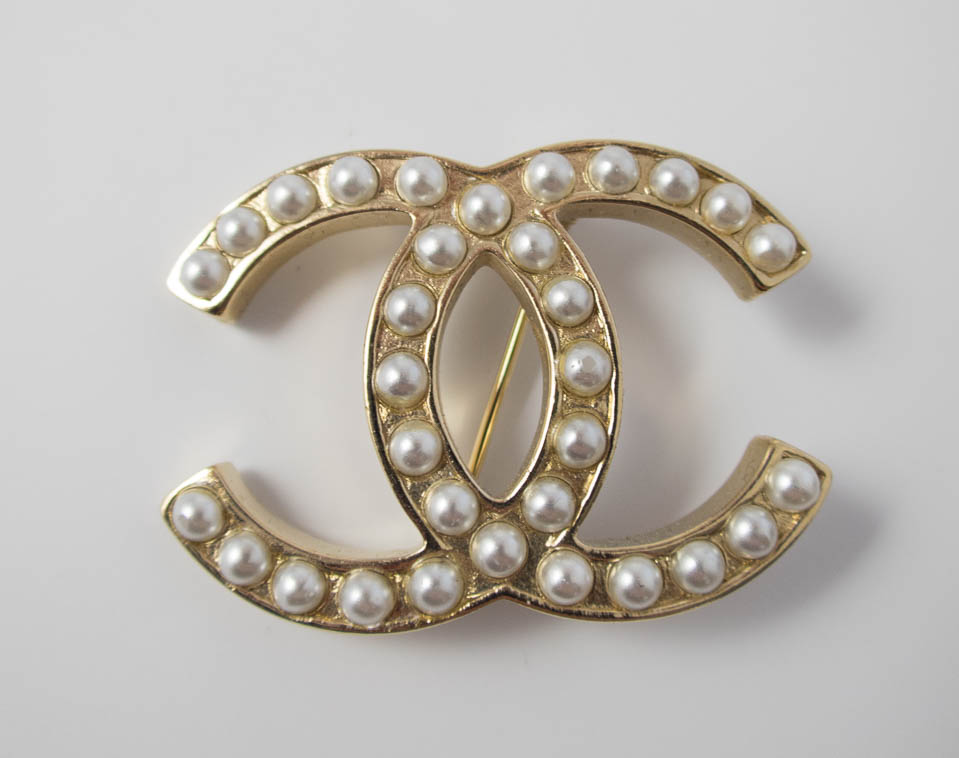 drop chanel product pearl logo and crystal small cc brooch ccd large