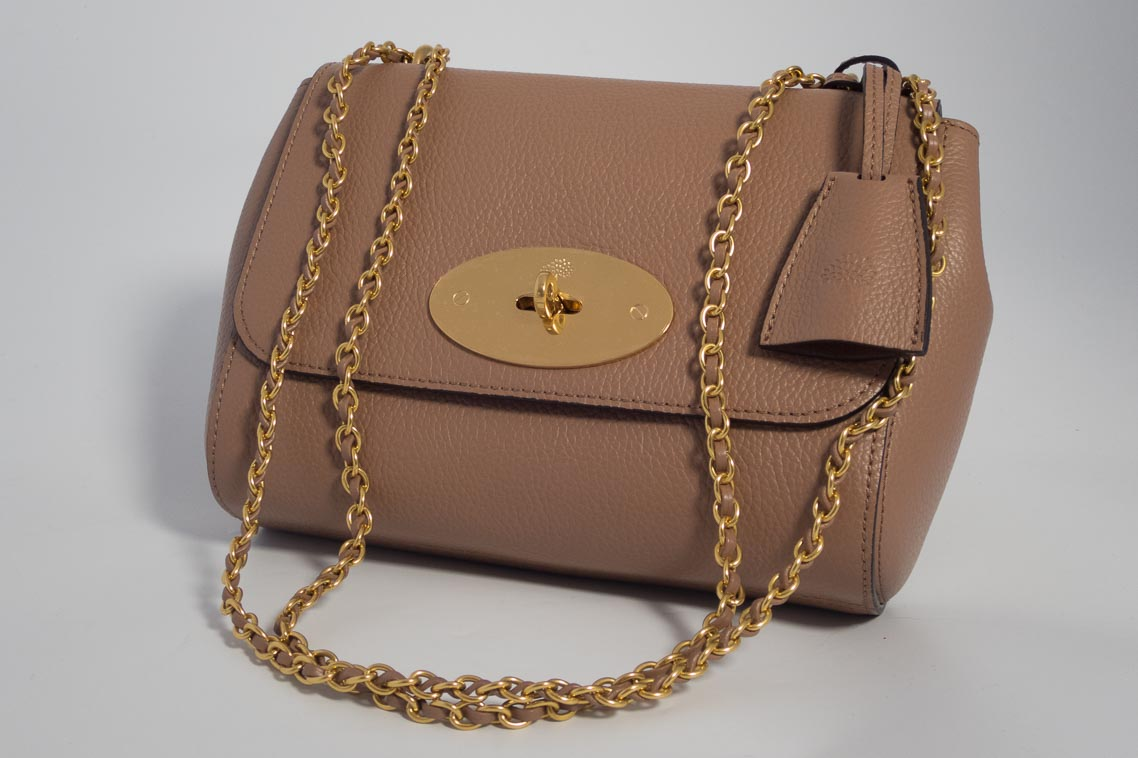Authentic Brand New Mulberry Lily in Dark Blush Pink Small Classic Grain  Leather with Gold Hardware 1883e56e3ce54